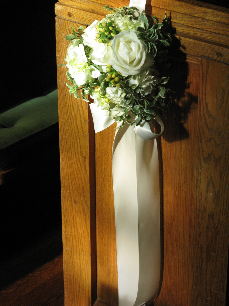 wedding pew flowers